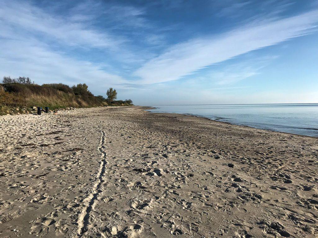 Ostseestrand bei Abnehmen und Meer